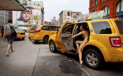 Nahá v New Yorku: Fotografka Erica Simone zhodila oblečenie za účelom vytvorenia knihy plnej autoportrétov
