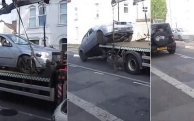 Nahnevaný Londýnčan šialene odvrátil hroziaci pokutu. Zletel autom z odťahovej služby