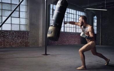 Nahý Conor McGregor sa postavil pred objektív a dokázal, že mu to ide dobre nielen v ringu