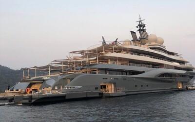 Najbohatší muž sveta si kúpil superluxusnú jachtu za 400 miliónov dolárov. Bezos hneď schytal dávku kritiky