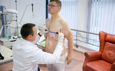 Najčastejšie operujem ženské prsia. Klientky by aj po opakovaných zákrokoch mali vyzerať prirodzene, tvrdí estetický chirurg