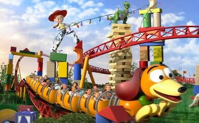 Najedzte sa u kovboja Woodyho alebo si zajazdite na tematickej horskej dráhe! Svet Walta Disneyho predstaví atrakcie z univerza Toy Story
