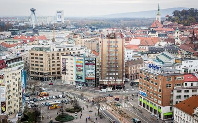Najhlbšie centrum Bratislavy je otrasné. Okolie Kamenného námestia tvorí doslova hanbu hlavného mesta, kedy sa dočkáme zmeny?