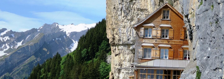 Najkrajšie miesto na svete je na predaj. Kúpil by si čarovnú chatu v Alpách?