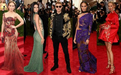 Nejkrásnější outfity z bálu Met Gala 2015, na kterém nechyběla Rihanna, Beyoncé či Kim a Kanye