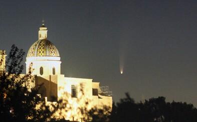 Najkrajšie zábery kométy Neowise, ktorú je vidno aj u nás. Vychutnaj si úchvatné fotky zo Zeme i z vesmíru