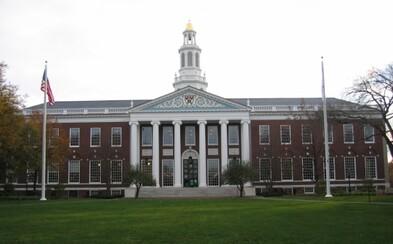 Najlepšou svetovou univerzitou je opäť Harvard, v rebríčku aj jedno slovenské zastúpenie