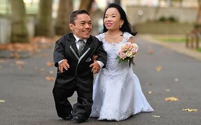 Nejmenší manželský pár světa vytvořil díky svému svazku rovnou světový rekord. Jejich kombinovaná výška sotva překračuje 180 centimetrů