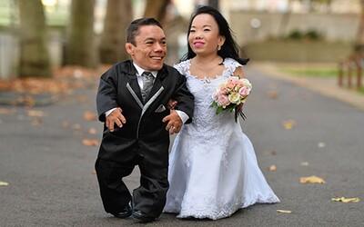 Najnižší manželský pár sveta vytvoril vďaka svojmu zväzku rovno svetový rekord. Ich kombinovaná výška ledva prekračuje 180 centimetrov