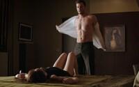 Najnovší trailer pre Päťdesiatov odtieňovej temnoty sľubuje erotické a mysterióznejšie pokračovanie