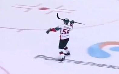 Nejoriginálnější nájezd? Ruský hokejista spojil při svém provedení hned dva sporty