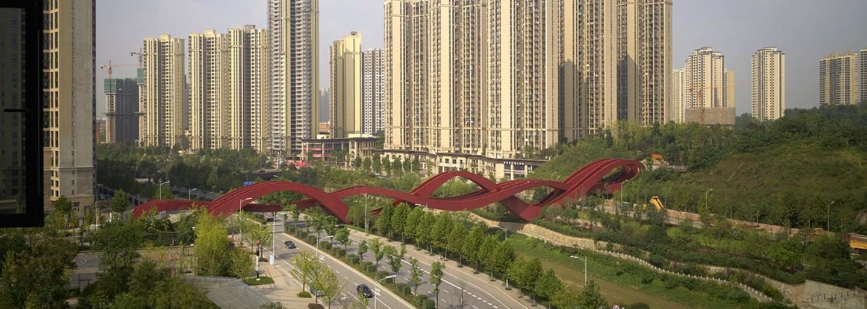 Najšialenejší most sveta sa nachádza v Číne. Pripomínať má horskú dráhu alebo uzol a spája tri mosty do jedného