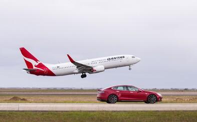 Najsilnejšia Tesla si to rozdala s obrovským Boeingom na letisku. Ako to dopadlo?