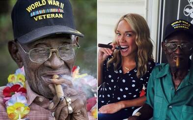 Najstarší žijúci veterán z druhej svetovej vojny oslávil 111. narodeniny s cigarou v ústach. Denne ich vyfajčí aj 12 a život si stále užíva