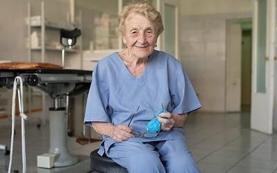 Najstaršia ruská chirurgička má 88 rokov, napriek tomu vykoná vyše 100 operácií ročne