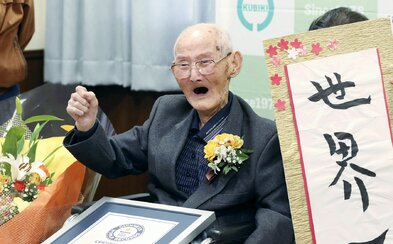 Nejstarším mužem světa se stal 112letý Japonec. Tajemstvím jeho dlouhého života je prý úsměv