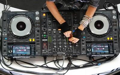 Najväčší fail DJ-ky z Kolumbie. Berie 10 000 dolárov za nič