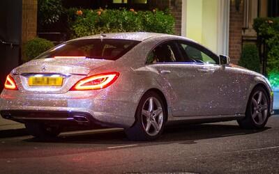 Najväčší gýč medzi autami alebo Mercedes kompletne vyzdobený kryštáľmi Swarovski