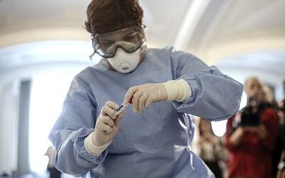 Najviac prenáša koronavírus ten, u koho sa ešte neobjavili žiadne príznaky. Zistila to nová štúdia