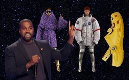 Nejvtipnější i nejbizarnější módní momenty roku 2020: Kanye West urazil muslimy a pantofle Crocs™ válcovaly scénu