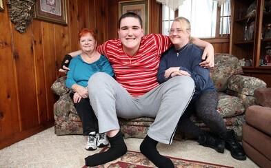 Najvyšší tínedžer sveta Broc meria 233 centimetrov a neprestáva rásť. Možno zaútočí aj na svetový rekord