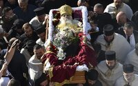 Najvyšších duchovných srbskej pravoslávnej cirkvi zabil Covid-19. Jeden nenosil rúško, druhý sa nakazil na jeho pohrebe