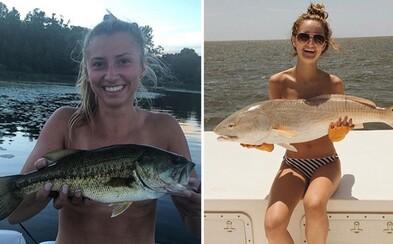 Namiesto podprseniek si ženy pred prsiami držia ryby. Nový internetový trend sa ti určite rýchlo zapáči