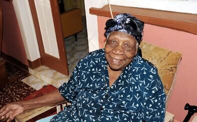 Narodila se ještě koncem 19. století a všem doporučuje, aby nepili rum. Jamajčanka je novou nejstarší osobou na světě