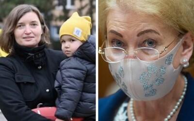 Naša dcéra má dve mamy a milujúcu rodinu, odkazuje aktivistka Lucia Plaváková v emotívnom liste poslancom, ktorí hlasovali s ĽSNS