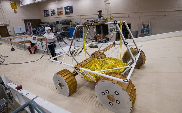 NASA otestovala robota, ktorý bude na Mesiaci hľadať vodu