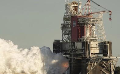NASA predčasne ukončila test motorov rakety, s ktorou chce letieť na Mesiac