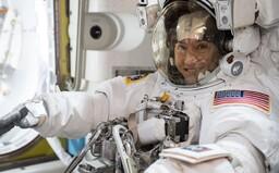 NASA predstavila skafander, v ktorom sa prvá žena dostane na Mesiac. Hlavným cieľom je ale Mars