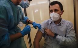Naše vakcína dokáže ukončit celou pandemii, prohlásil šéf firmy BioNTech. První pacienti ji mají dostat v prosinci
