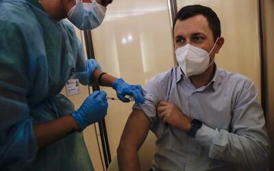 Naša vakcína dokáže ukončiť celú pandémiu a vrátiť život do normálu, vyhlásil šéf firmy BioNTech. Kedy ju môžeme očakávať?
