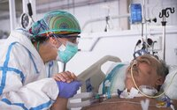 Naše personálne kapacity už nepostačujú a zdravotníci sú vyčerpaní, uviedla košická nemocnica. Vítajú pomoc zo zahraničia