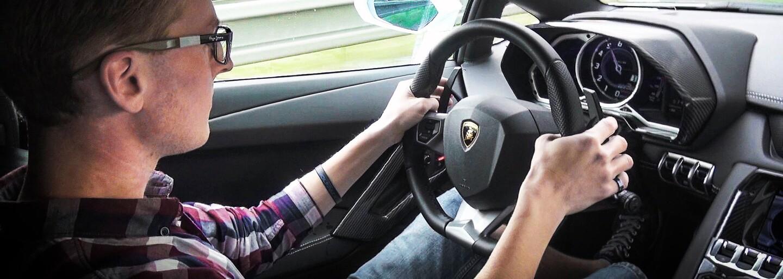 Natáčí a jezdí v supersportech a jeho úlovky sleduje celý svět. To je život nejúspěšnějšího automobilového YouTubera u nás (Rozhovor)