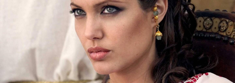 Natočí režisér Blade Runnera 2049 a Sicaria historický velkofilm o Kleopatře? Egyptskou panovnici by si mohla zahrát Angelina Jolie