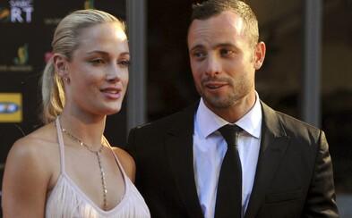 Natočili film o Oscarovi Pistoriusovi, ktorý zavraždil svoju priateľku. Atlétov brat zúri a zvažuje právne kroky
