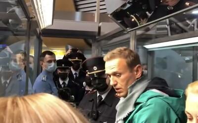Navalný se vrátil do Ruska. Otráveného kritika Putina zatkli hned na letišti
