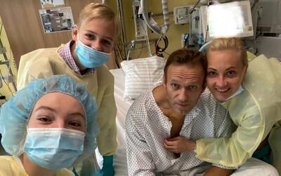 Navalnyj zveřejnil první snímek od otravy novičokem