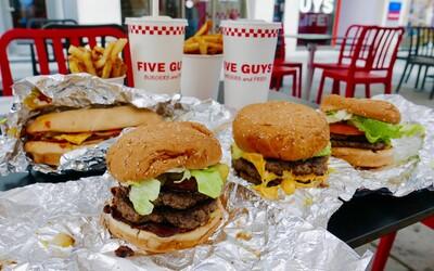 Navštívili sme Five Guys: Za menu zaplatíš štvornásobne viac ako v mekáči, a ak ti nechutí, môžeš si za to sám
