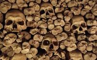Navštívili sme podzemnú ríšu mŕtvych s tisíckami ľudských kostí. Archeológovia ju objavili len náhodou (Reportáž)