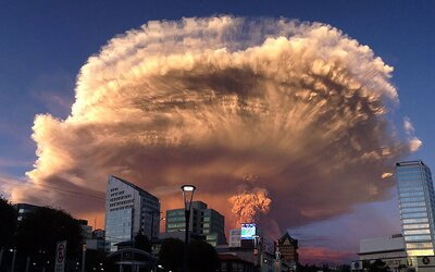 Nebezpečne krásne fotografie sopky Calbuco z Čile, ktorá vybuchla po 42 rokoch