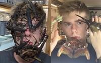 Nebojí se pózovat s nejnechutnějším hmyzem na obličeji a doma má přes 600 živočichů. Adrian se do hmyzu zamiloval už v dětství