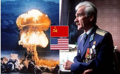 Nebýt jeho, svět by se možná vzpamatovával z jaderné války. Stanislav Petrov neuposlechl pravidla a zabránil katastrofě