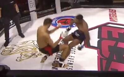 Nečakané zakončenie v MMA, zápasníci sa navzájom knokautovali. Jedného z nich museli preberať zdravotníci