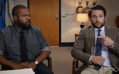 Necenzurovaná a tvrdá komédia Fist Fight s Ice Cubeom a Charliem Dayom vnadí podarenou ukážkou