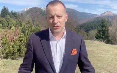 Necestuje zbytočne, vyzýva odcestovaný Boris Kollár. Dnes je v okrese Banská Bystrica, včera bol v Bratislave