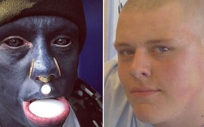 Nechal sa potetovať úplne na čierno vrátane očí. Muž teraz desí okolie, jeho prerod vraj dokáže pochopiť len on sám