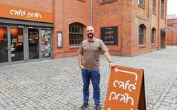 Nechci, aby sem lidé přicházeli s lítostí, říká provozní brněnské kavárny, v níž pracují lidé s duševním onemocněním (Rozhovor)